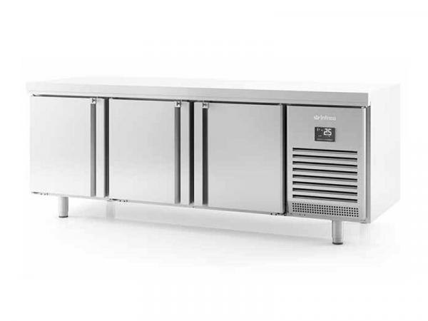 Mesa refrigerada central puertas a dos caras marca INFRICO modelo MR 2190 PDC